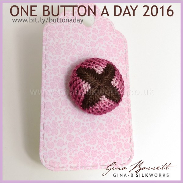 Day 13 : Kiss #onebuttonaday by Gina Barrett